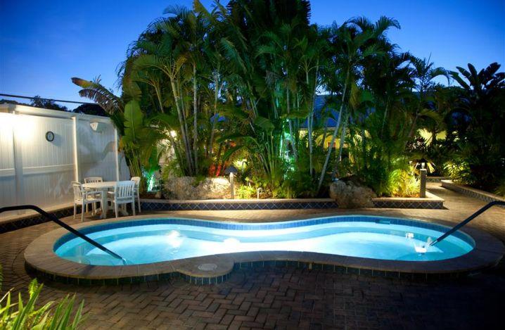 Large Hot Tub at Sun-N-Fun Sarasota-a1c3eed5