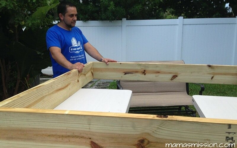 Our first do it yourself family project diy sandbox with roof we finally did it our very first do it yourself family project is a sandbox solutioingenieria Gallery
